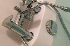 Bath taps with shower attachment